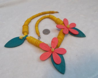 Stunning Vintage Necklace-Wooden Flowers Beaded-N1722
