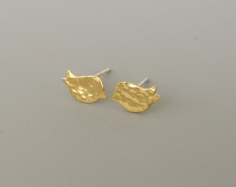 gold bird stud earrings ,mini tiny  Gold Post Earrings- Hammered birds 10 mm