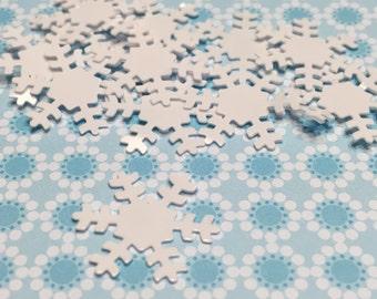 25 white snowflake confetti / sequins, 17 mm (19)