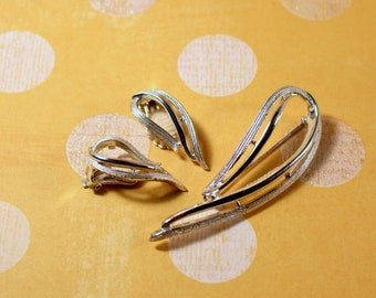 Sarah Coventry Stunning Silver Tone Clip Earrings and Brooch - Vintage 1958