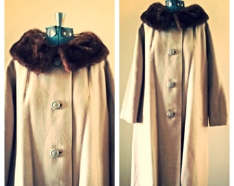 SALE Vintage Glenbrook cashmere coat with fur collar / cashmere trench coat / winter coat / long tan coat / beige dress coat / size small