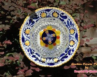 Glass Yard Art Yellow and Blue Pansy Garden Flower Plate Sculpture for Garden