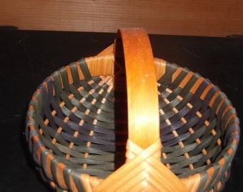 Vintage Amish Hand woven butt basket, signed, beautiful, sturdy strong, split oak with split oak handle