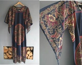70s Kaftan with Angel Sleeves in Black and Gold M