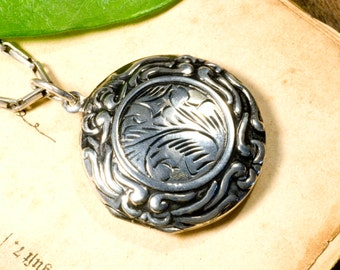 Medallion made of 925 Silver with Baroque patterns