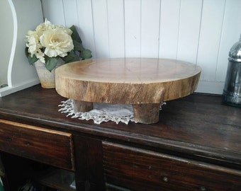 Pedastool wood slice cake stand
