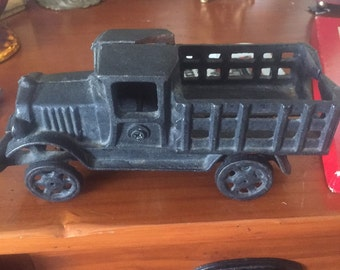Cast iron truck for display or collectiob