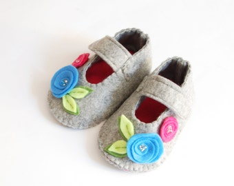 ON SALE, Felt baby shoes, 3-6 months,pink,gray,handmade in italy