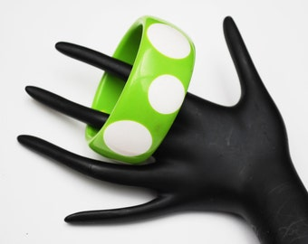 Lucite Bangle - Green and White - Polka dots - Mod