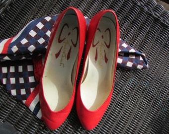 vintage 80s GLORIA VANDERBILT red leather PUMPS G-endear Size 6.5 M Theater Costume G S