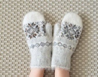 Womens Goat fluff wool mittens NEW