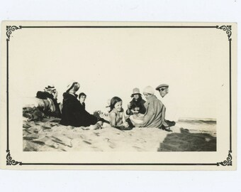 Beach Picnic, 1932 Vintage Snapshot Photo (59411)