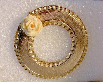 Vintage Gold Tone Pink Rose Circle Brooch