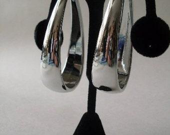Vintage Silver Oval Hoop Earrings  Beaconhillcollect  We Ship Internationally
