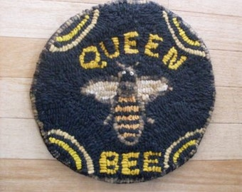 Primitive Folkart Queen Bee Hooked Rug  Beaconhillcollect  We Ship Internationally