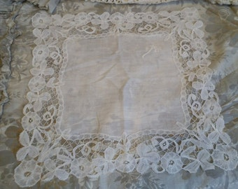 Lovely antique lace edged hankie.