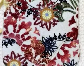 Snow Flowers Red Petit Pocket