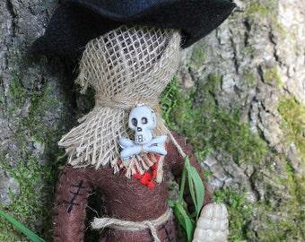 Voodoo doll-voo doo style felt doll-Dark dolls-scarecrow man-creepy felt doll-Halloween decor-burlap scarecrow man