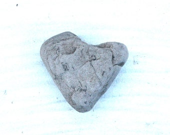 heart shaped beach pebbles rocks stones home decor craft tools jewelry supplies wall art trinkets (78)