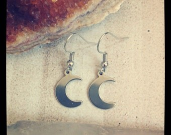 Crescent Moon Earring (Small)