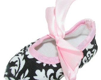 Damask Light Pink Crib Shoes