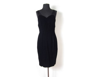 1980s Black Velvet Multi Spaghetti Strap Wiggle Dress with Sweetheart Neckline and sewn in strapless bra - Medium Size 7 8  - Vegan