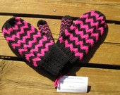 Wool Chevron Stripe Mittens, Women's Double Knit Hot Pink and Black Chevron Pattern Mittens for Women