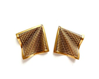 2 Antiqued Brass Textured Wavy Charms - 21-31-1