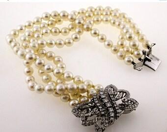 ON SALE - 15% OFF 18K Clasp - Pearl Bracelet