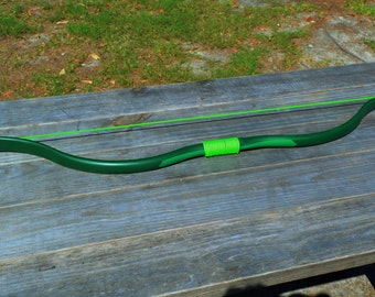 Green Arrow Recurve Bow and 6 Hunting Arrows