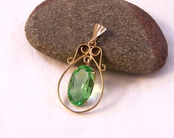 Vintage 9ct Gold Green Pendant, 9ct Oval Pendant, Gold Pendant, Green Pendant, Art Nouveau