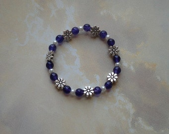 Amethyst, Glass Pearl and Silver Plated Daisies Beaded Stretch Bracelet