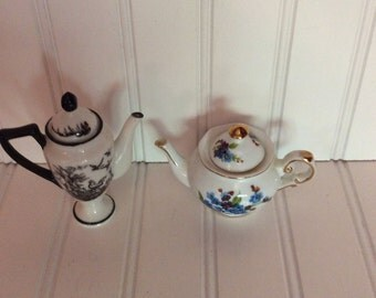 Teapot/miniature teapot/ doll miniature teapot/ collectable miniature teapot/ curiousitybarn