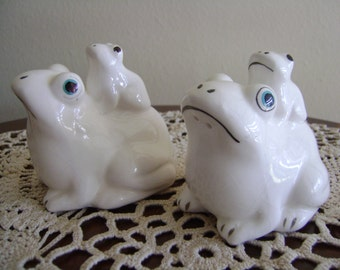 Vintage Two Frogs Salt and Pepper Shakers