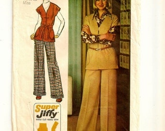 "An Unlined, Cap Sleeve, Tunic Length, Zip Front Jacket & Wide Straight Leg Cuffed Pants Pattern for Women: Size 18 Bust 40"" •Simplicity 5739"