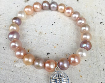Mauve pink freshwater pearl charm bracelet/ simple pink pearl bracelet/ everyday jewelry/ silver charm stackin bracelet