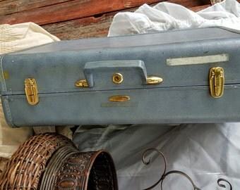 "vintage 21"" 60s  Taperlite wardrobe clothing travel suitcase ciel blue train case shabby chic mod madmen makeup cards crafts sewing kit"