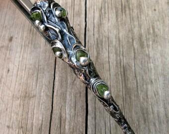 metal hairclip  with peridot