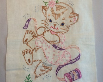 embroidered kitty in purple and pink!