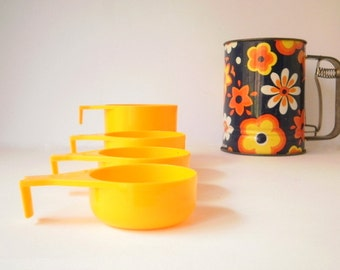 Vintage Retro Measuring Cups Decor Australia Yellow Set of 4,1970s