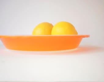 Vintage Pyrex Pie Dish or Plate, Australian Crown Pyrex, Formerly Agee Pyrex, Orange Colour. Medium Size.Scalloped Edge