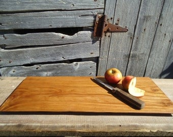 Elm wood cutting board - Wood serving tray - Rustic decor - Wood cutting board - Natural edge - Hand carved - Kitchen decor - Serving tray