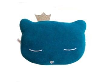 Coussin chat en velours ras de couleur bleu pétrole, yeux brodés de coton gris et nez pailleté argent