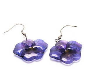 Purple pansy flower earrings. Comes in a gift box.