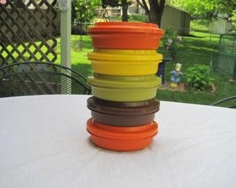 Vintage Set of Five Tupperware Bowls With Lids