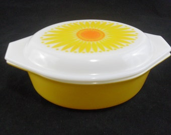 Vintage Pyrex Daisy Oval Casserole #043 with Opal Lid * 1 1/2 Quart