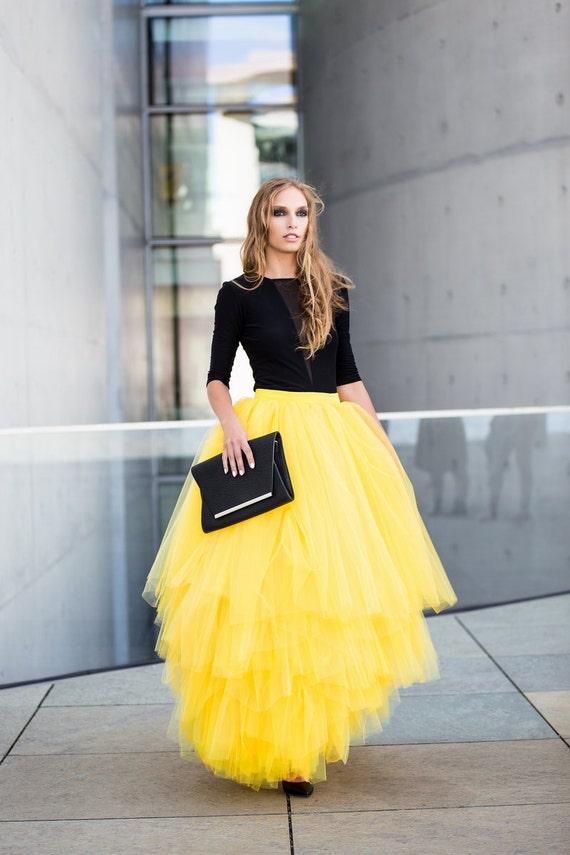 желтая юбка карандаш с чем носить