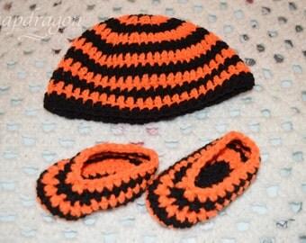 Newborn Halloween hat and bootie set, orange and black stripes