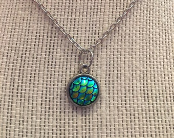 "16"" Blue-Green Mermaid Pendant Necklace"