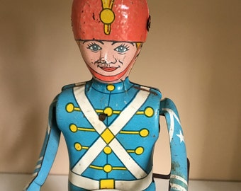 Antique Wind up Tin Toy Drummer Boy soldier J Chien Co USA with key